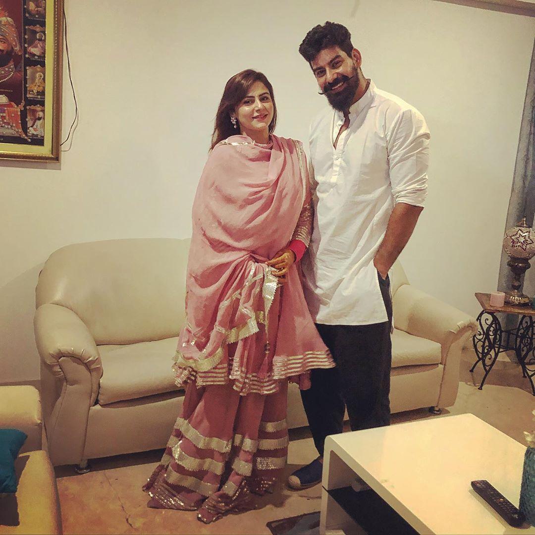 Kabir Duhan Singh With His Wife Dolly Sidhu 2