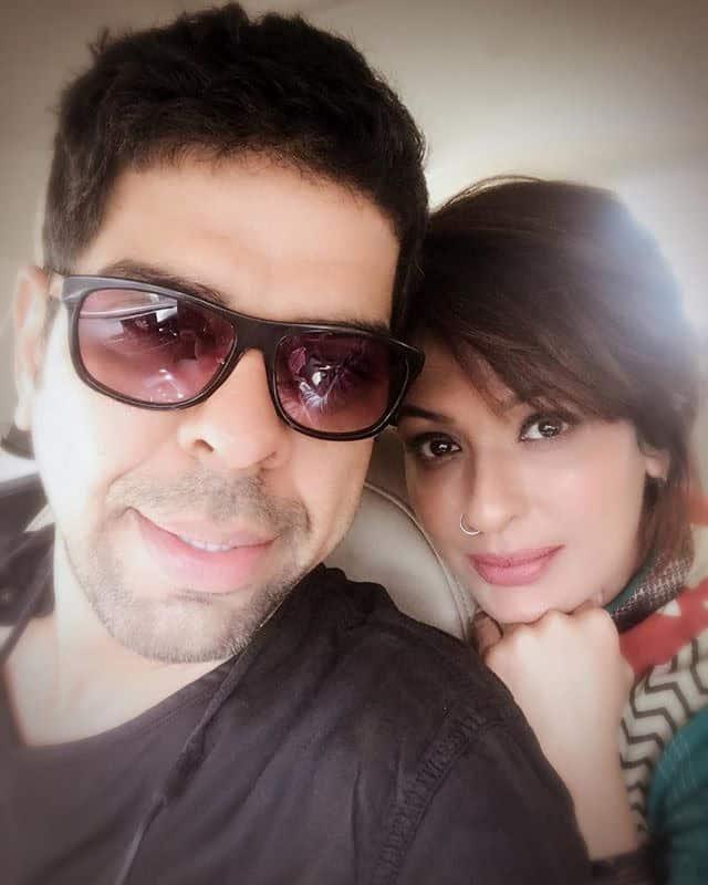 Murali Sharma With His Wife Ashwini Kalsekar 1
