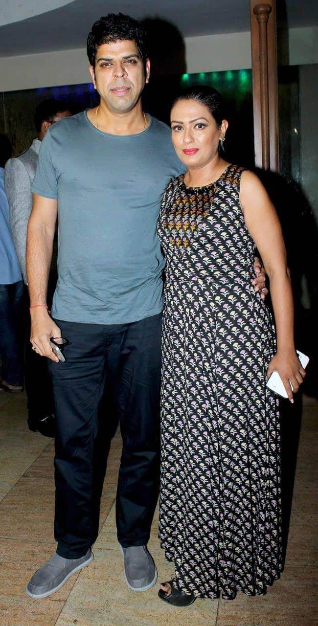 Murali Sharma With His Wife Ashwini Kalsekar 3