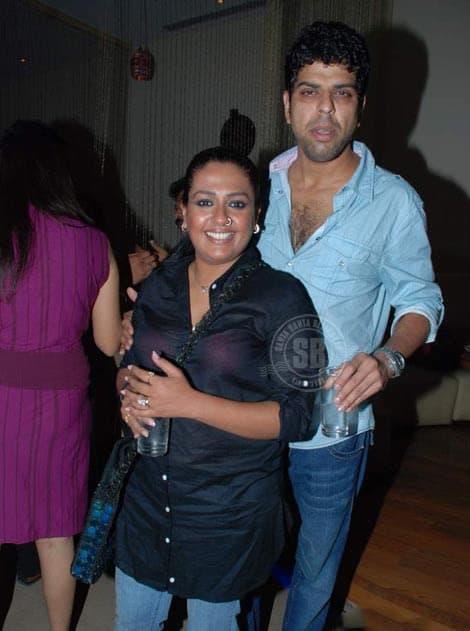 Murali Sharma With His Wife Ashwini Kalsekar 5